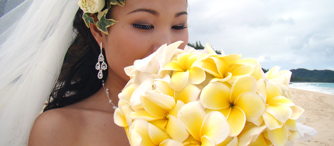 Hawaii Wedding Bride with Bouquet