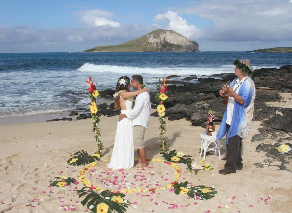 secluded hawaii beach wedding