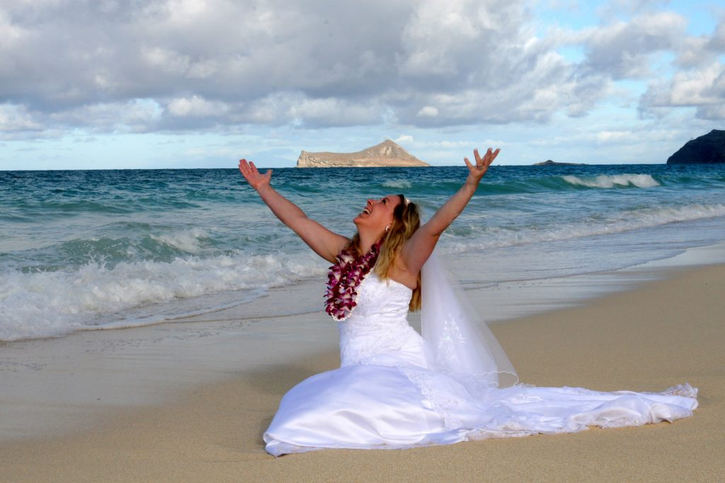 Affordable Barefoot Hawaii Beach Wedding In Oahu And Kauai By