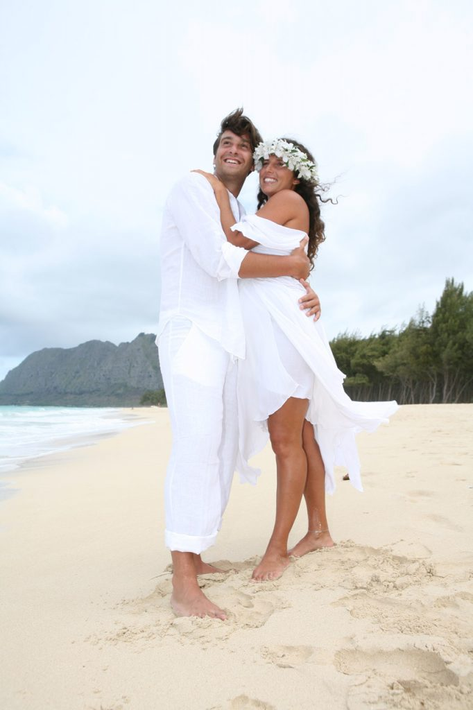 Beach wedding pictures hawaii