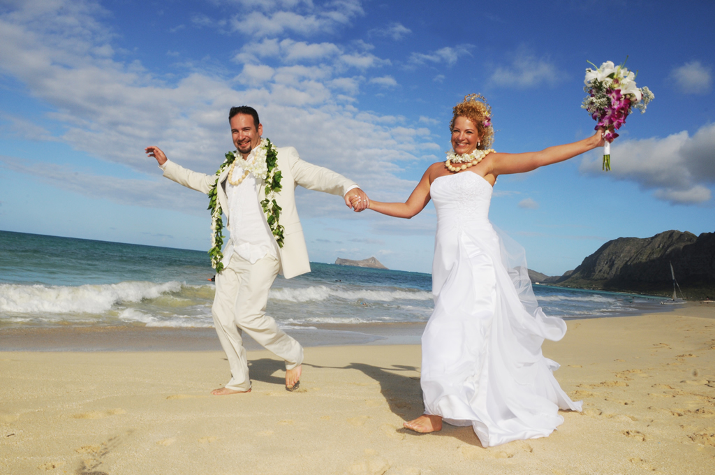 Affordable barefoot hawaii beach wedding in oahu and kauai by sweet barefoot wedding hawaii junglespirit Choice Image