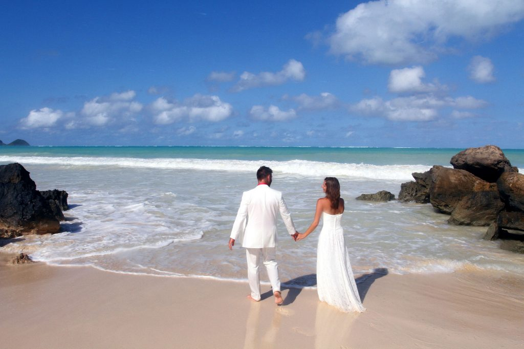 Barefoot Delight Hawaiian Wedding and Vow Renewal Package