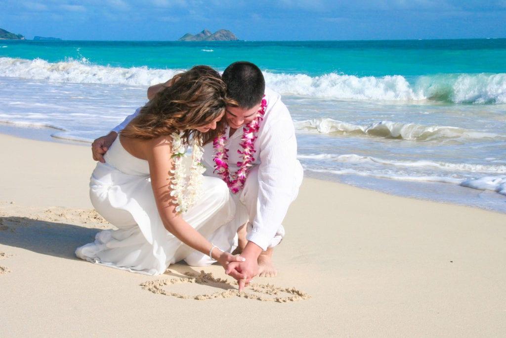 barefoot hawaii wedding